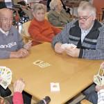 Jugando a las cartas entre amigos