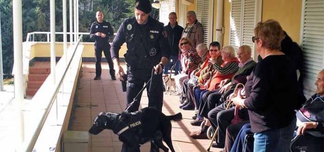 Policía local en la Residencia del Pilar