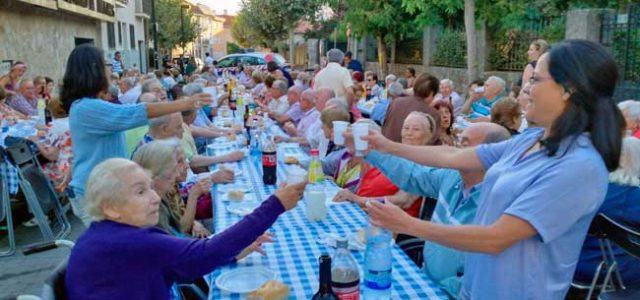 El ayuntamiento de Collado Mediano organizó una cena con nuestros mayores